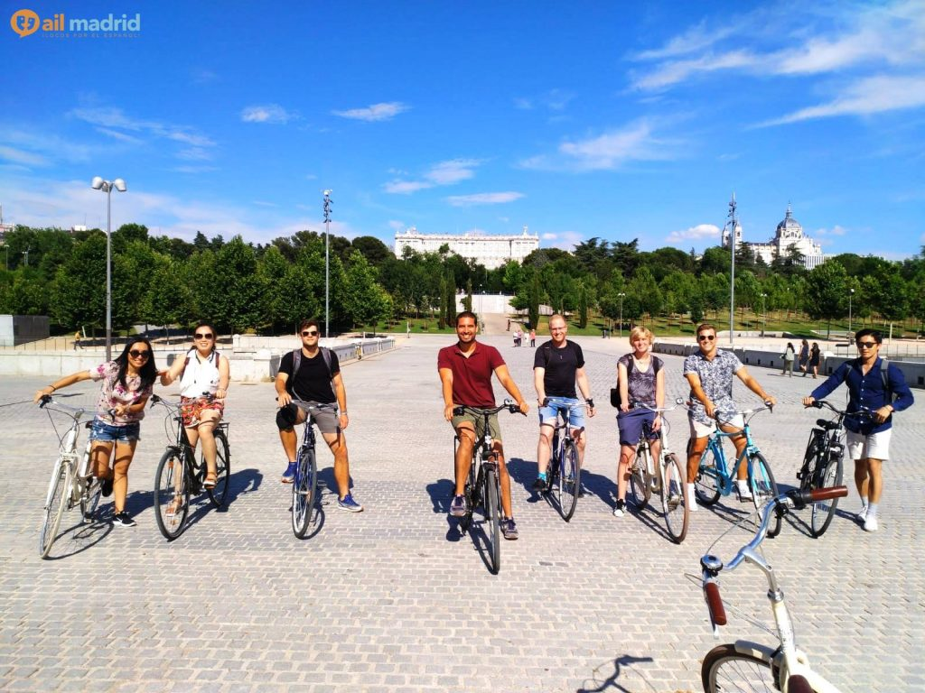 AIL Madrid students in a bike ride around Madrid Río